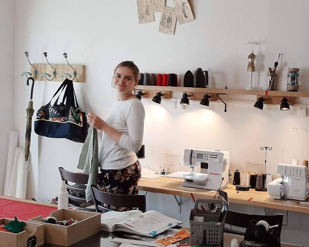 Les cours de couture à Angers - ETOFFE DE SOI - Cours de couture et bar à couture Angers
