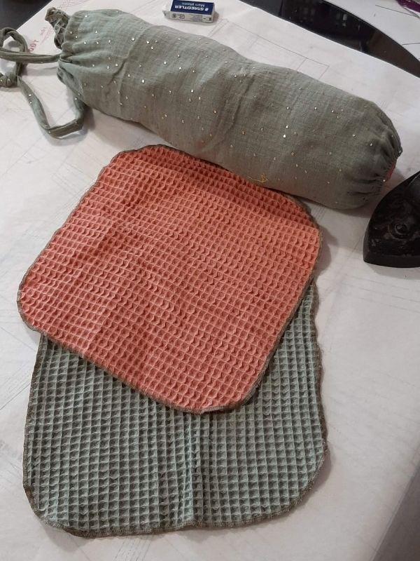 Carrés essuie-tout lavable confectionnés en cours de couture