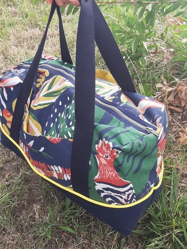 Réalisation d'un sac de voyage coloré doublé par une élève - ETOFFE DE SOI - Cours de couture et bar à couture Angers