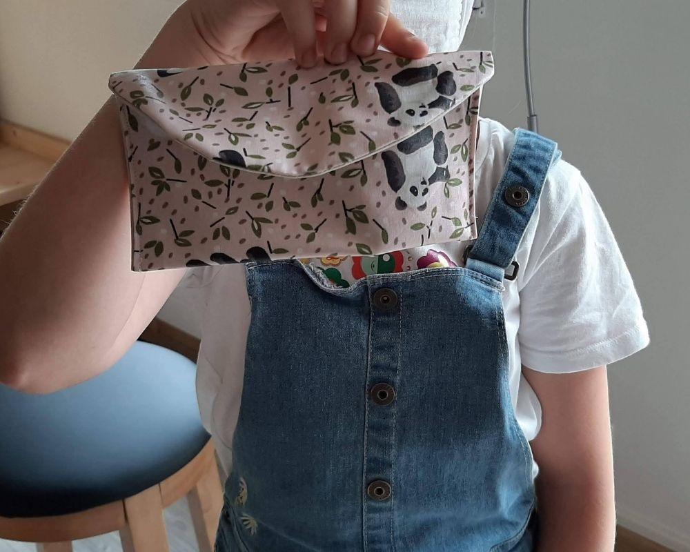 Exemple d'une pochette réalisée lors d'un atelier enfant à Etoffe de SOI