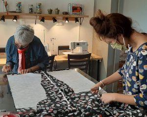 Souvenir d'un projet commun au Bar à Couture, la mère et sa fille adulte.