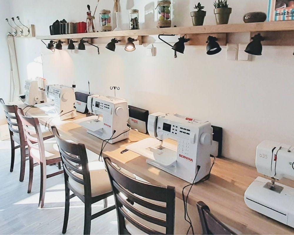 Le matériel à disposition - Etoffe de SOI - Cours de couture et Bar à couture à Angers - 1000x800-JPG