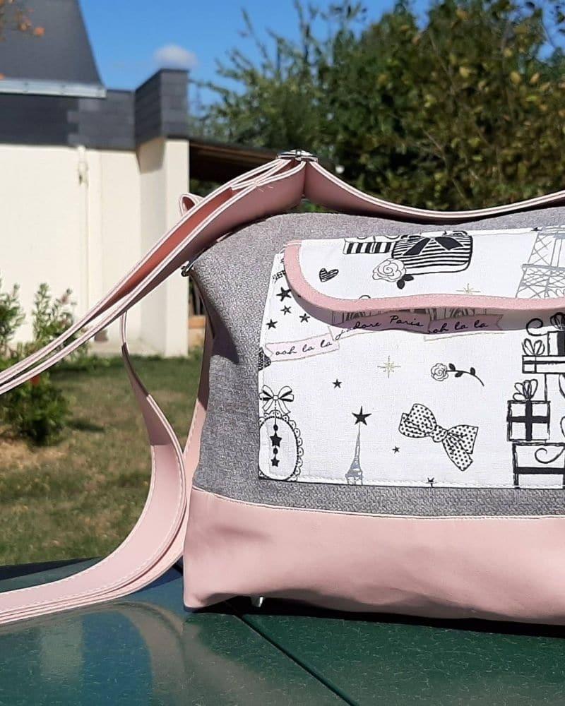 sac-à-main-gris-rose-couture-accessoire