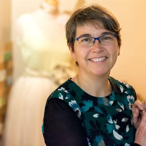 Portrait de Fabienne JOUET à Etoffe de SOI - Cours de couture et Bar à couture à Angers